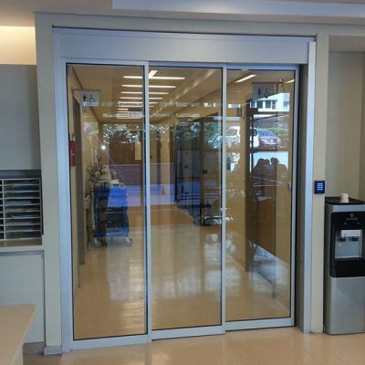 otomatik kapı ve kilitli sistem olan fotoselli kapı hizmeti